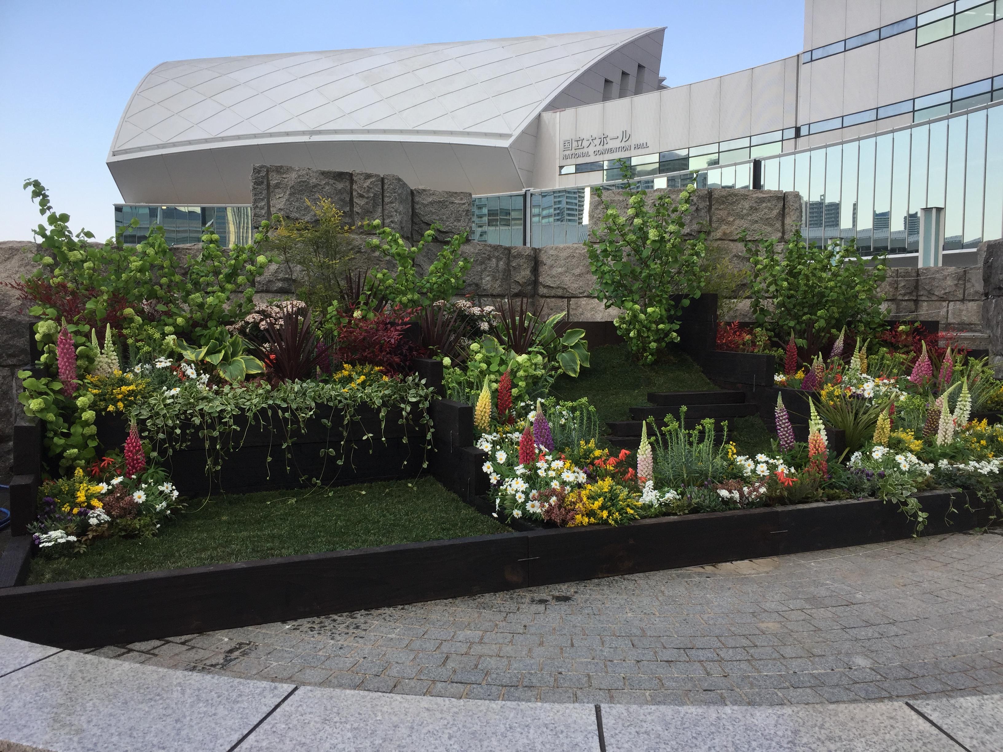第33回全国都市緑化よこはまフェア「パシフィコ国際会議場花壇」