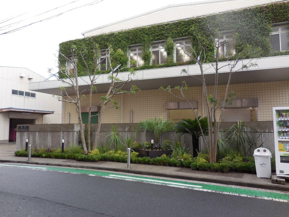 横浜植木株式会社 正門脇花壇植栽工事